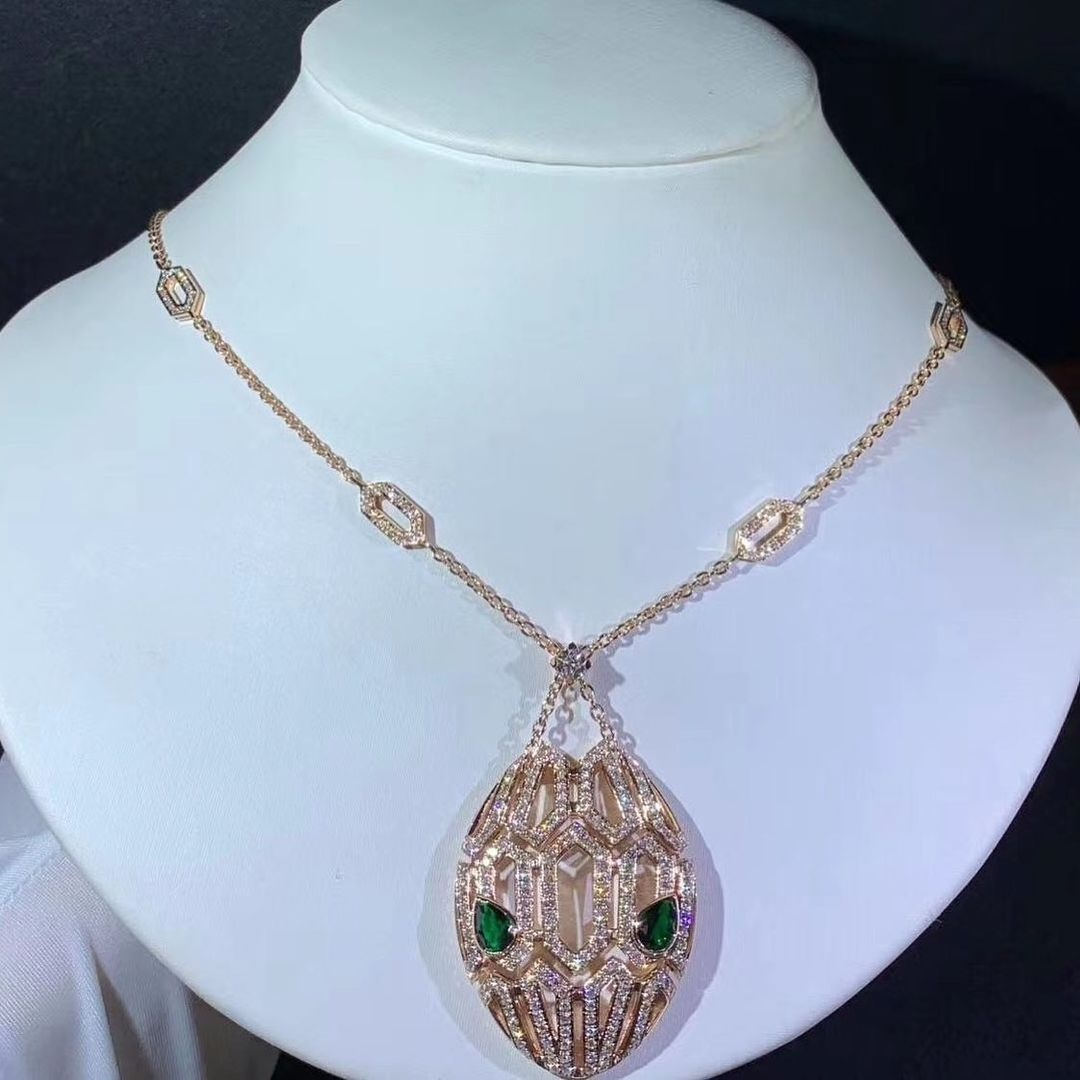 Bvlgari Serpenti 18k Rose Gold Pavé Diamonds on the Chain and the Pendant Necklace