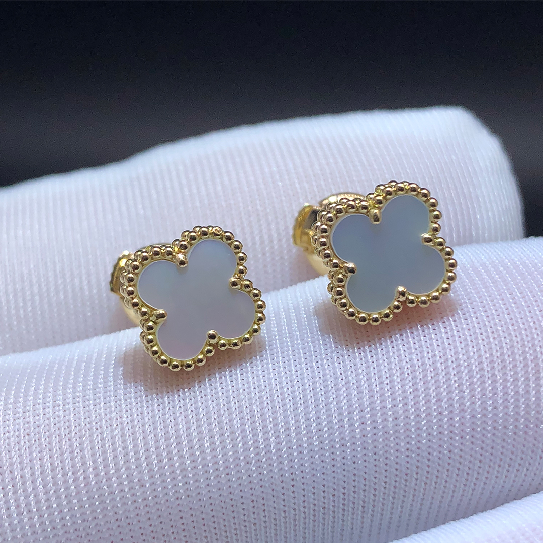 VCA Sweet Alhambra 18K Yellow Gold Mother of Pearl Earstuds VCARA44800